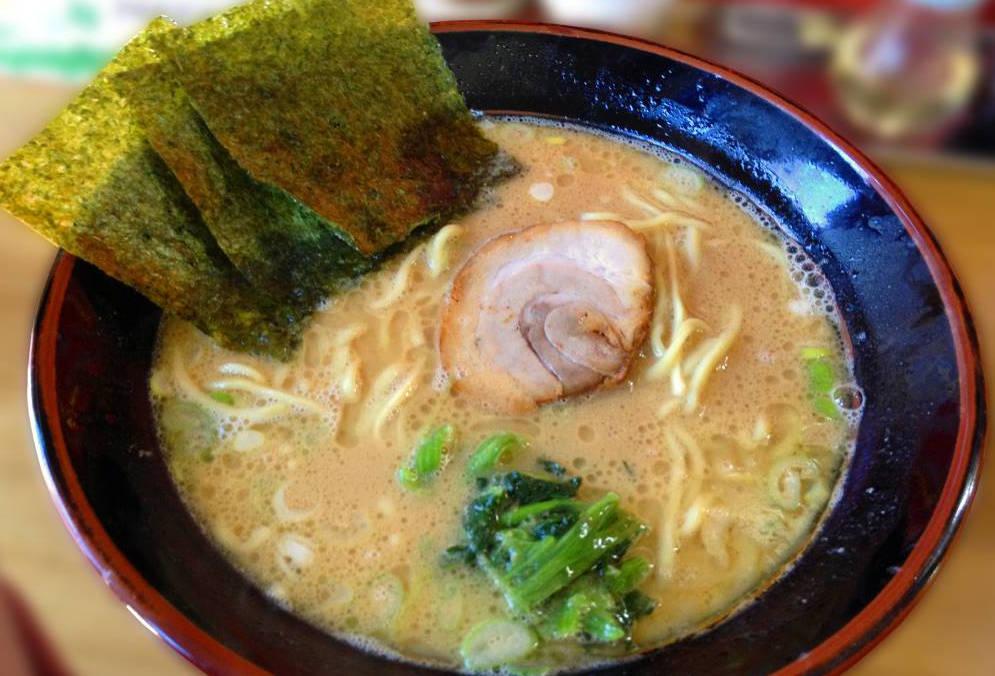 醤油ダレの豚骨スープのラーメン