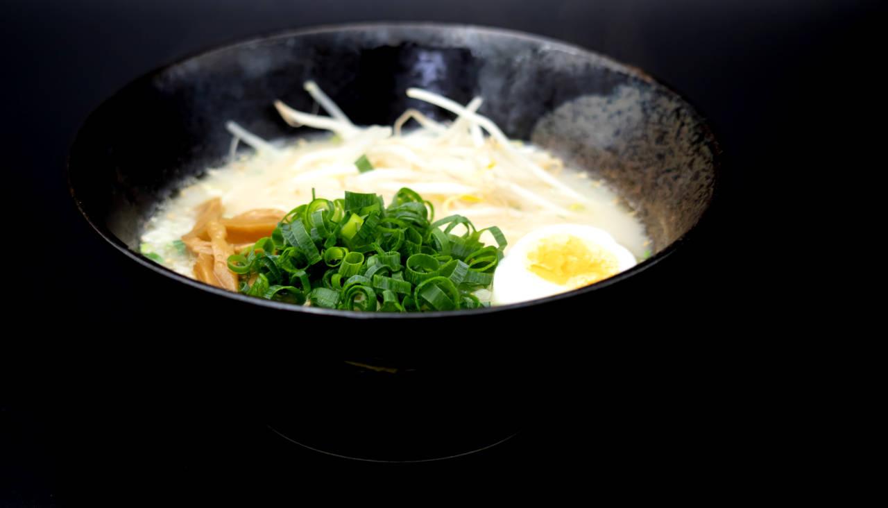 とんこつラーメン(煮卵・葱・メンマ)のせ)