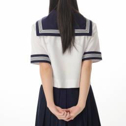 学生服 セーラー服 夏服の後ろ姿