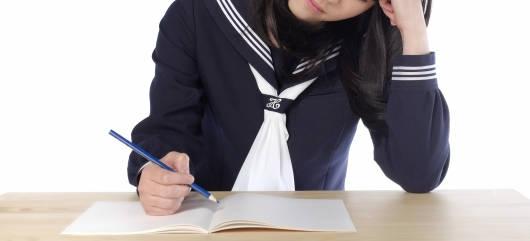 冬服セーラー服の前身部分のタイ止め(学生服)