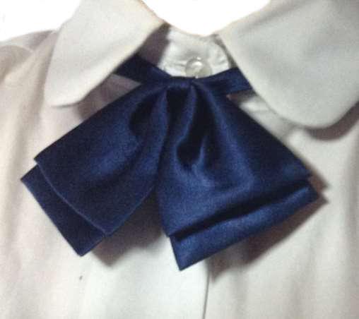制服の青色リボン2
