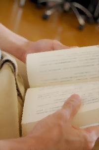 朗読でも脳みそは必要なことしか記憶しない。速読の方が良いのでは?