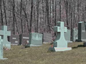 墓地か葬式にでも行くつもり?