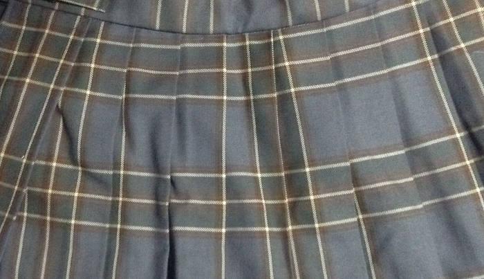 グレーチェック柄のプリーツスカート