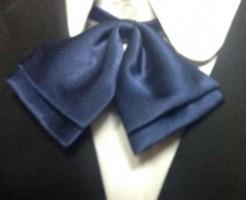 制服の青色リボン