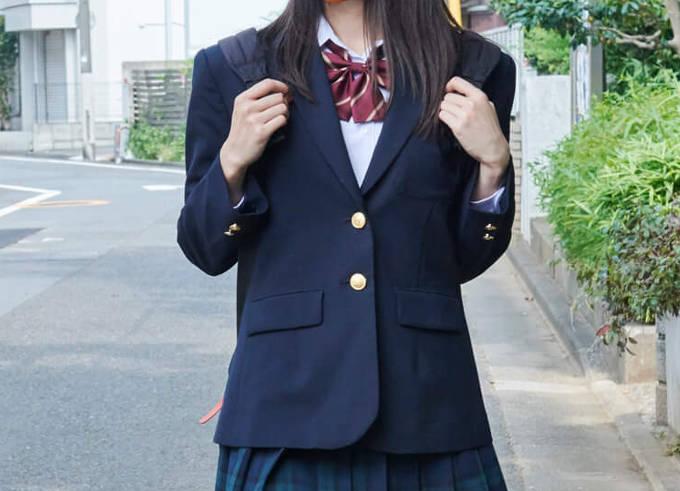 女子ブレザーの制服イメージ