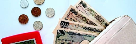 お札と硬貨(日本円)