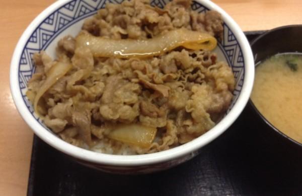 吉野家牛丼並と味噌汁