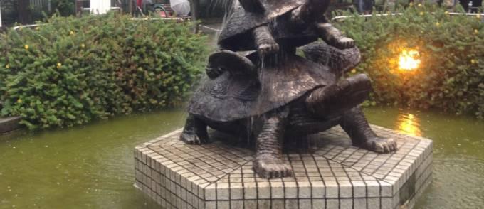 東京都墨田区亀戸の亀の像