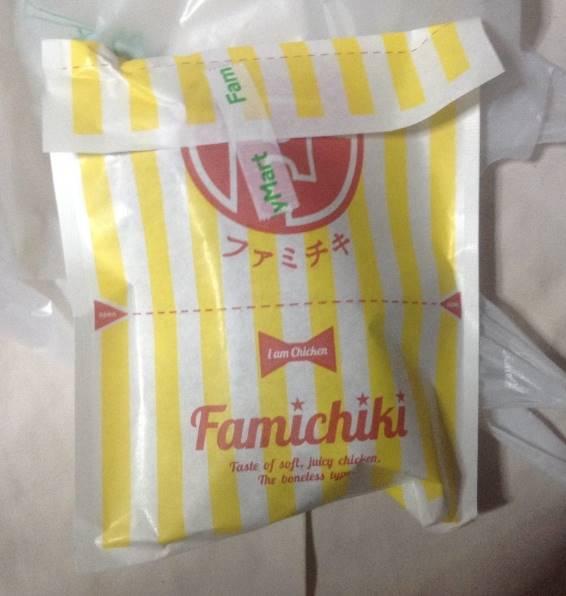 ファミリーマートのプレミアムチキンの袋が何故かファミチキ