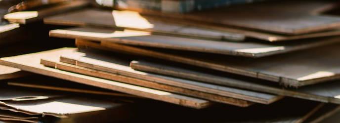 木材(積まれた板)の写真