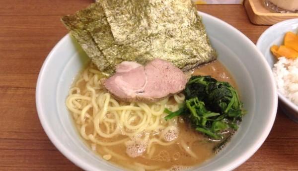 横浜ラーメン 武蔵家 北千住店  ラーメン並 650円