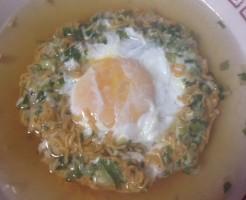 チキンラーメン+玉子+ニンニクと葱の薬味