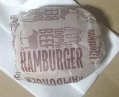 日本マクドナルドのハンバーガーのパッケージを撮った写真
