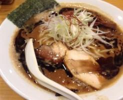 すずめ食堂の濃口味噌中華そば850円。