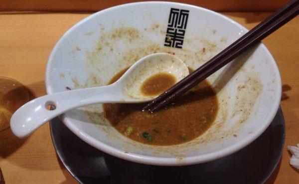 竹末東京プレミアムの限定麺 カレーホタテそば 1000円食べ終えた図
