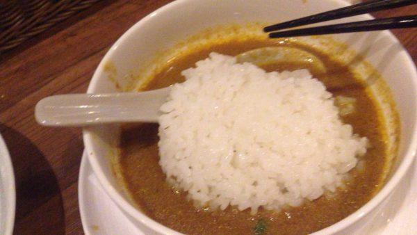 カレーつけめんのスープにご飯投入