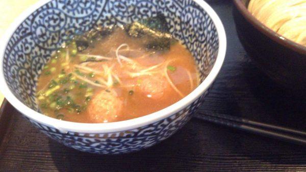 麺屋一燈 濃厚魚介つけ麺 830円のスープ