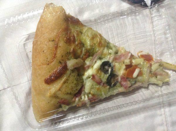 ピザを上から撮影した写真