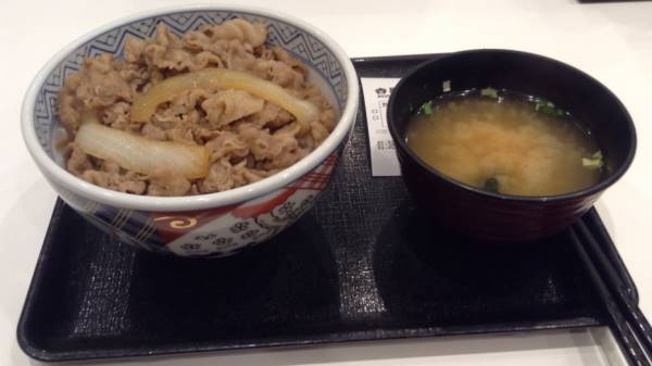 吉野家の牛丼セット