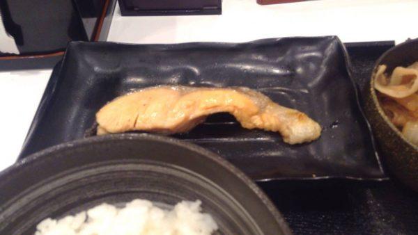 豚鮭定食の鮭