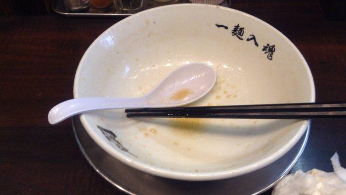 らーめん潤亀戸店の中華そばを「中油・たまねぎ多め」を完食した図