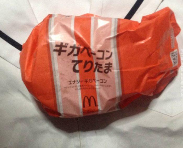マクドナルドの期間限定バーガーの「ギガベーコンてりたま」の包