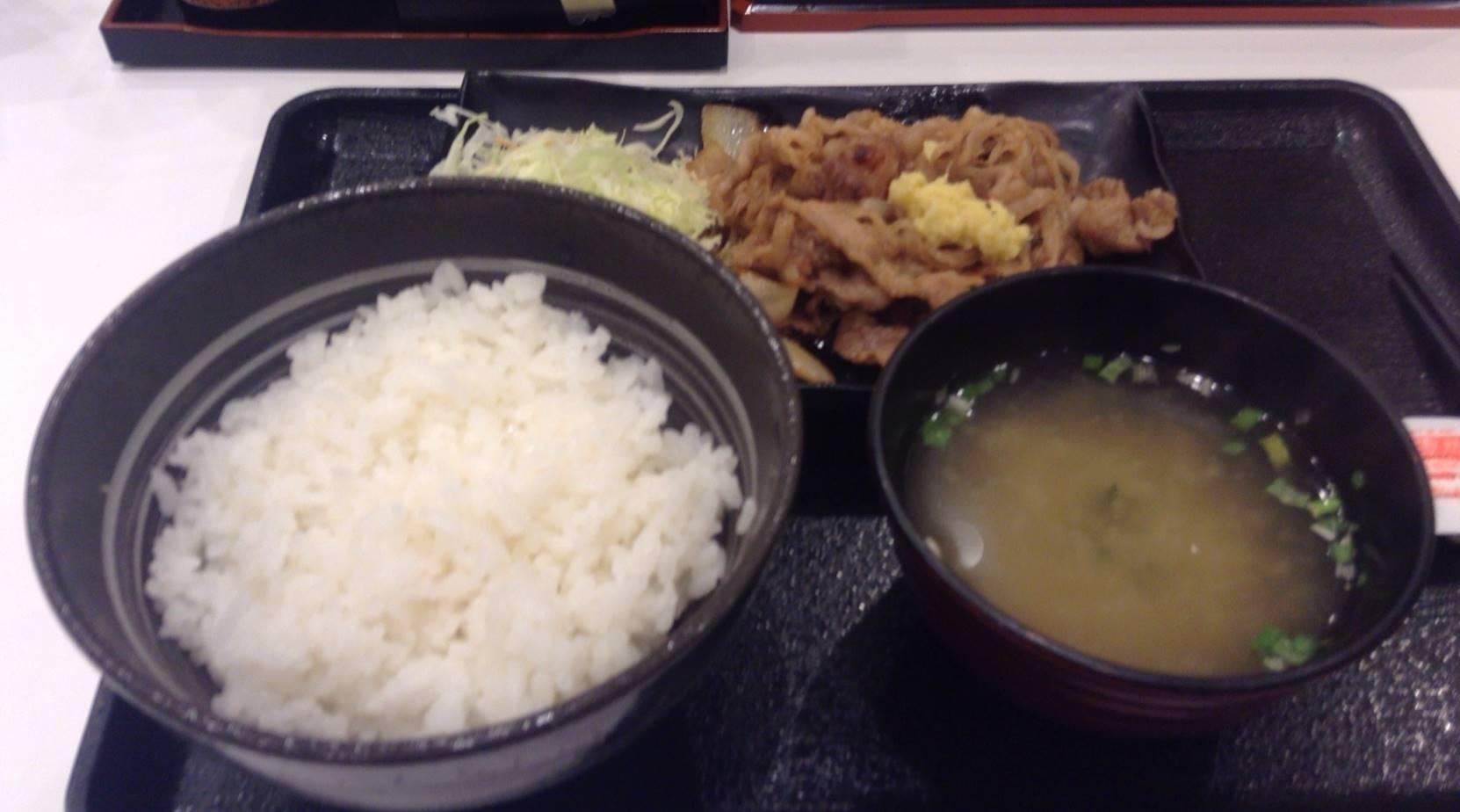 吉野家の牛カルビ生姜焼き定食写真