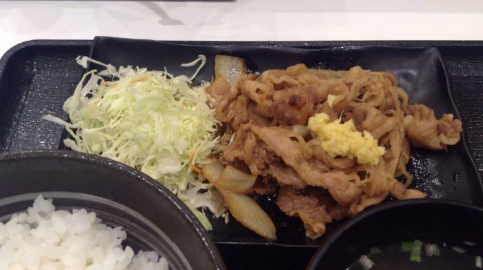 吉野家の牛カルビ生姜焼き定食のカルビ肉の写真