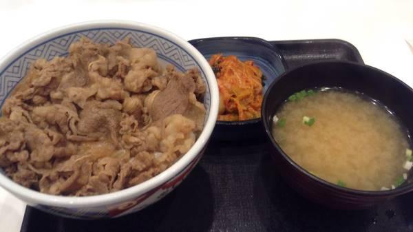 吉野家の牛丼並盛とキムチのCセット