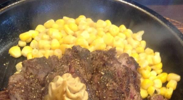 いきなりステーキの付け合わせのコーンの写真