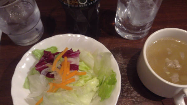 いきなりステーキのランチタイムのサラダとスープの写真