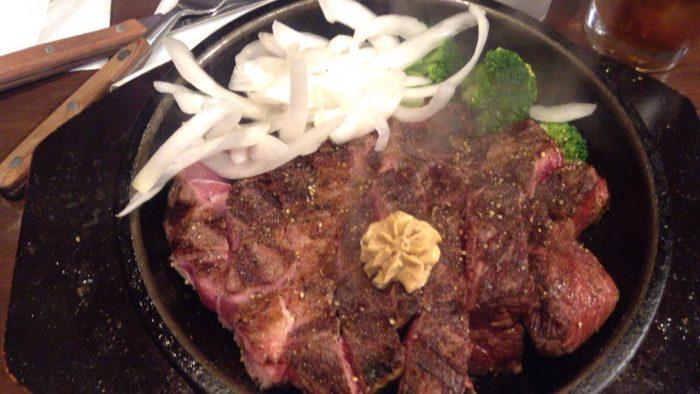 いきなり!ステーキで、コーンをオニオンに変更+トッピングはブロッコリ追加のワイルドステーキ300g