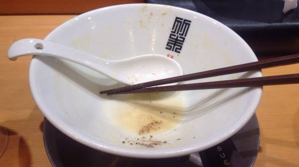 完食した図竹末東京プレミアムの鶏ホタテそば麺大盛り1000円