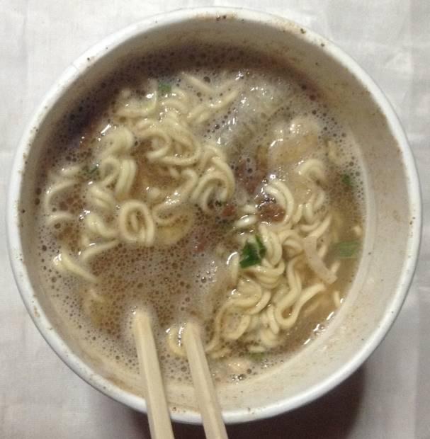 エースコック 一度は食べたい名店の味 伊吹監修の一杯 行列必至の中華ソバ出来上がりの図