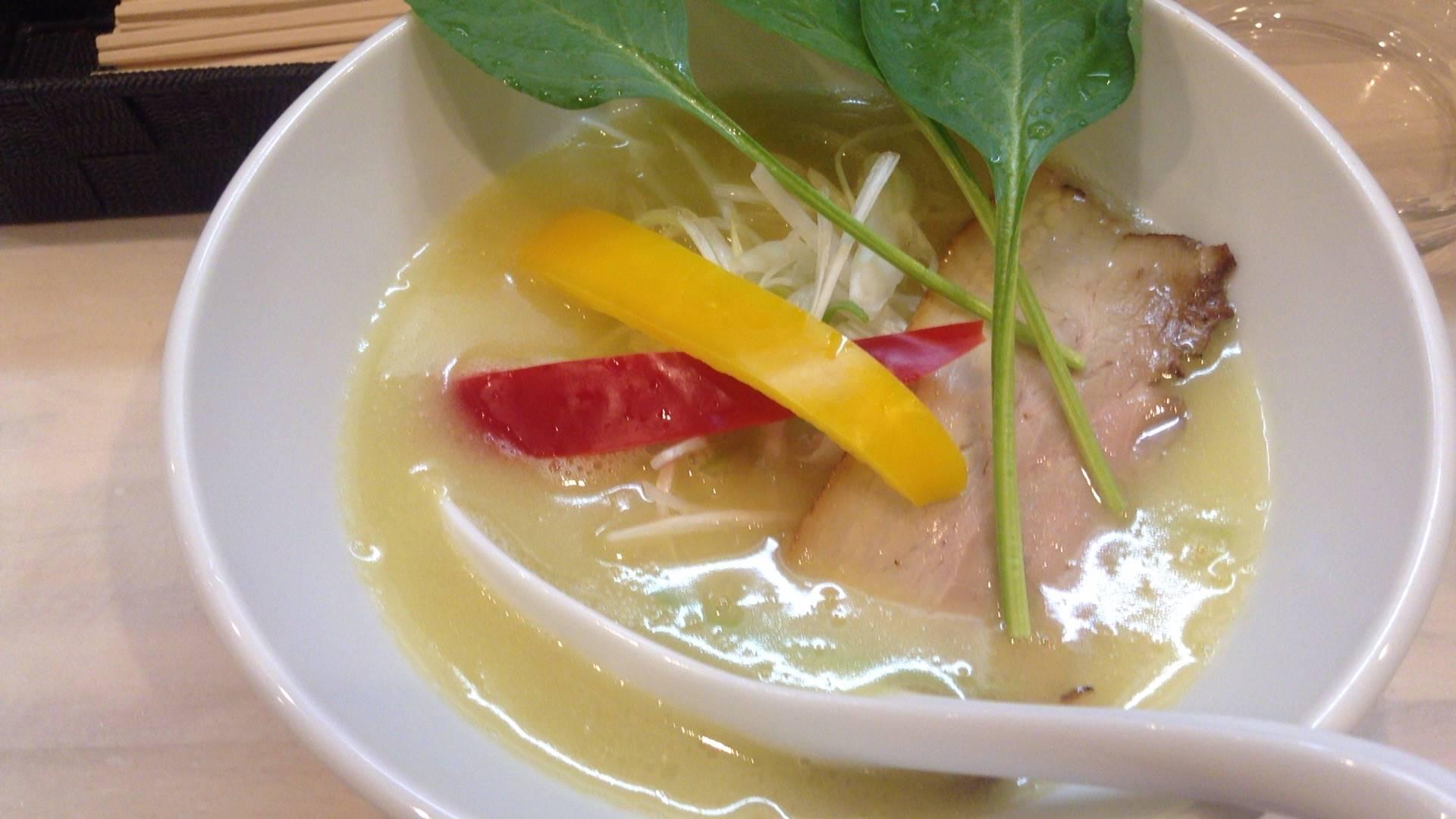 鶏白湯 塩 拉麺 吉法師スープ拡大図