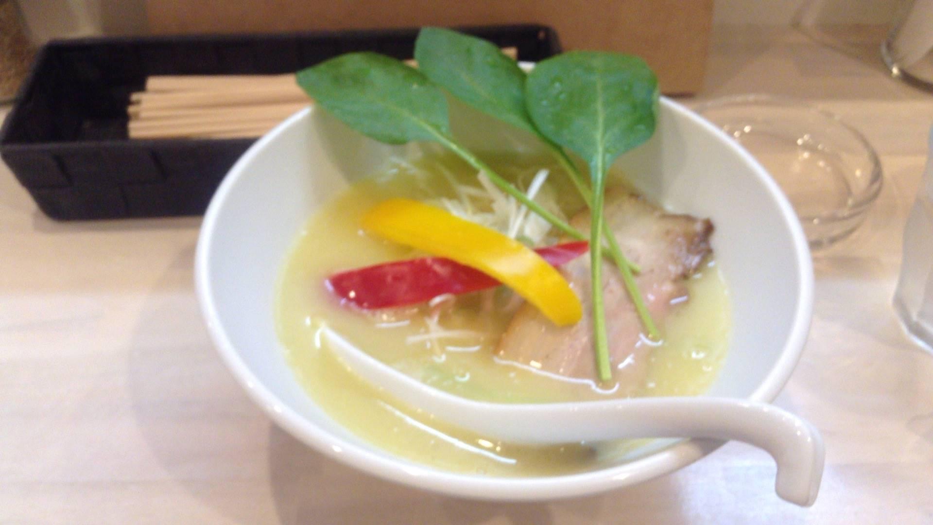 拉麺 吉法師の鶏白湯 塩(ラーメン) 800円