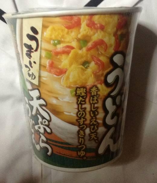 横から見たパッケージの写真 うまいつゆ天ぷらうどん(マルちゃん)