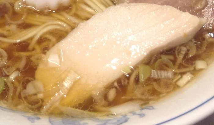 らーめん曳舟「らーめん醤油」750円の鶏肉