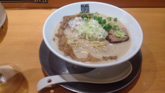 竹末東京プレアミアムの限定麺 イカ煮干しバブル麺