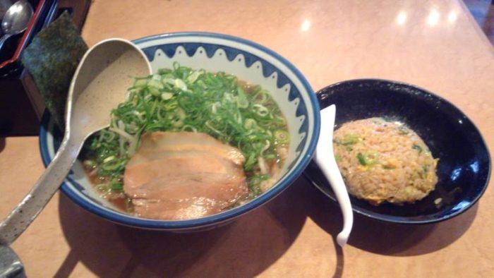麺処なんでやねんの醤油麺と半チャーハン(ランチタイム無料)
