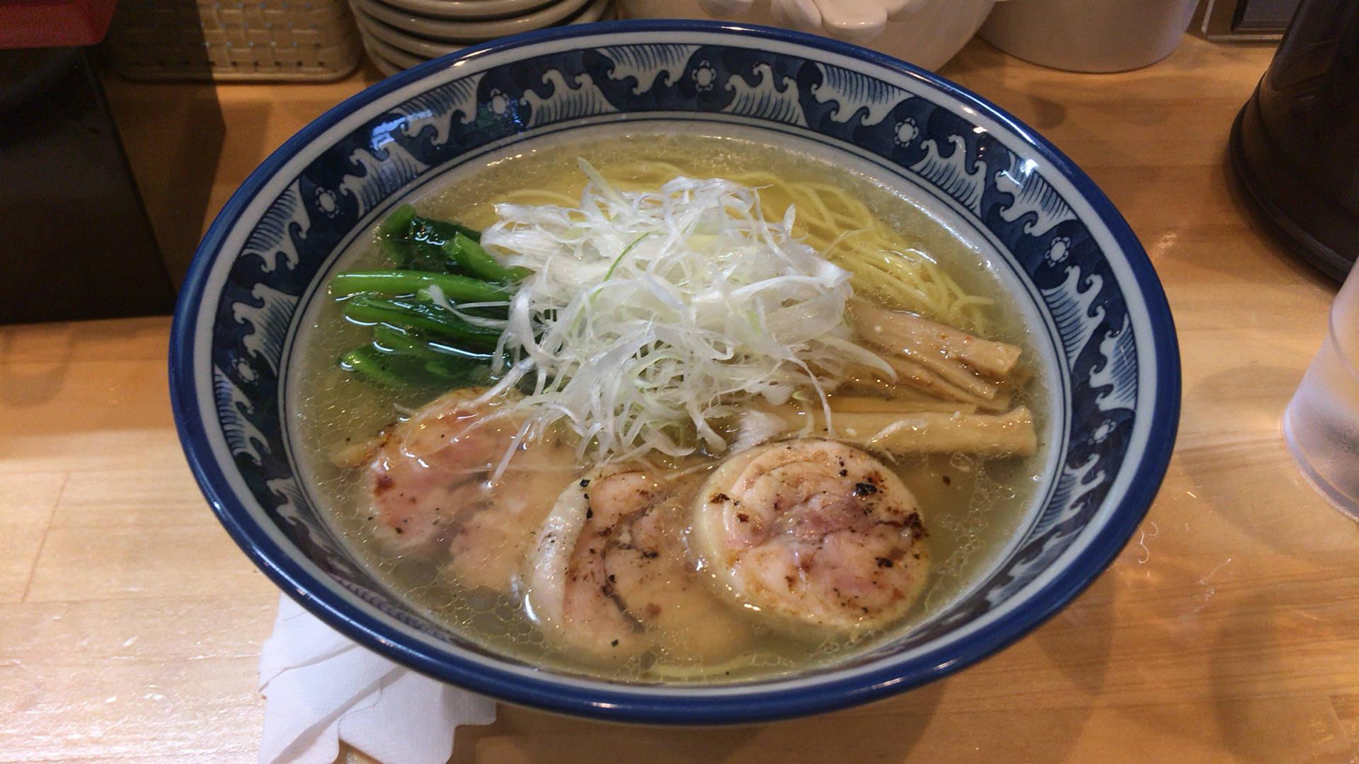 写真 鶏そば(塩)700円|ラーメン ソレナリ