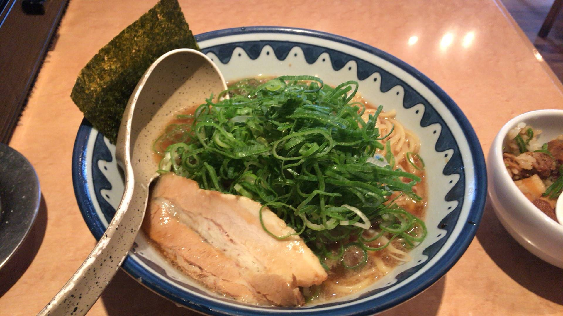 麺処なんでやねんの醤油麺650円