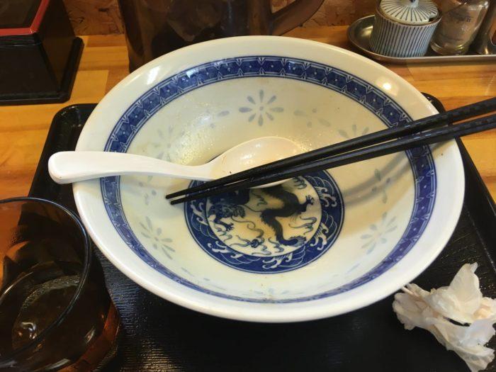 食べ終えた丼の写真 濃厚魚介鶏らーめん800円