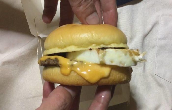 横側から見た図 二代目満月チーズ月見|日本マクドナルドのバーガー