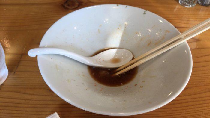 ラーメン屋『すずめ食堂』の中華そばを完食した丼