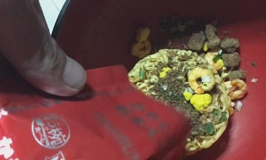 日清 お椀で食べるカップヌードル 3食パックの具と麺