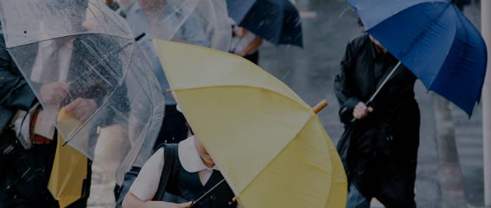 強い横雨の天気