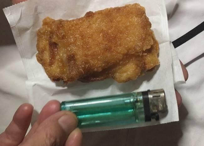 セブンイレブンの揚げ鶏|ライターとの縮尺