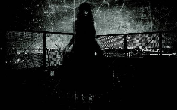黒いドレスの女性 1